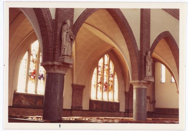 016569 - Interieur van de kerk van de Heilige Familie, behorende tot de parochie Broekhoven II