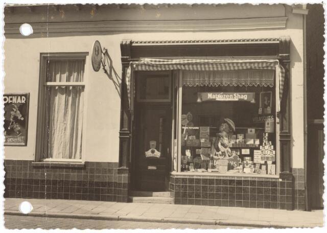 021907 - Tabakswinkel van F. Mutsaers in de Zomerstraat omtrent 1953