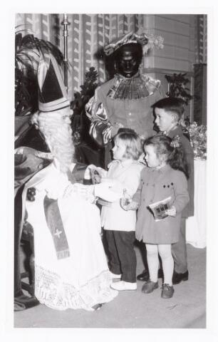 038882 - Volt. Zuid. Ontspanning. Viering Sint Nicolaas voor de kinderen van het personeel in 1959. Sinterklaas. St. Nicolaas