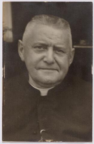 044491 - Albert Dionysius Maria Aelen, geboren te Tilburg op 9 september 1882 stichter en eerste pastoor van de parochie van O.L.V. van Lourdes (Koningshoeven) Hij kwam om het leven bij een noodlottig ongeval te Weiswampach in Luxemburg op 17 augustus 1938.