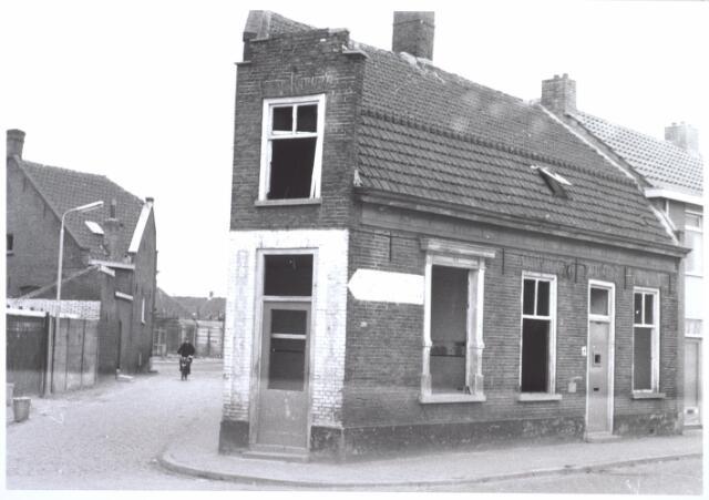 026992 - Nieuwstraat 12 (rechts). Links: 1e Veedwarsstraat