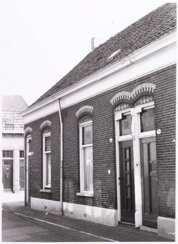 033801 - Voorgevel van woningen aan de Veemarktstraat 16 en 18.