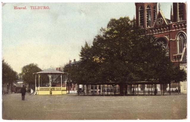 000925 - Heuvel met kerk St. Jozef, lindeboom en kiosk.