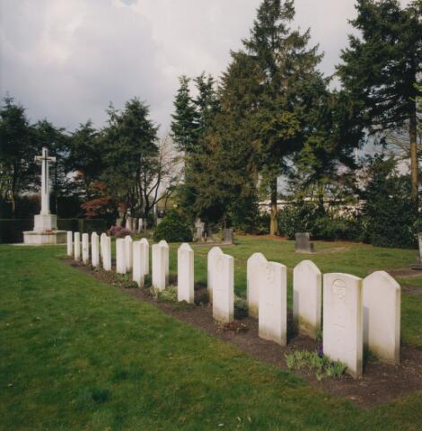 064356 - Oorlogsgraven op begraafplaats Vredehof.