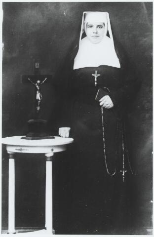 056341 - Maria Wilhelmina Johanna (Miet) van de Sande, geboren te Goirle op 10 januari 1908, dochter van Martinus Cornelis van de Sande en Theodora Hamers. Zij verhuisde in juli 1928 naar Ronse (B) om daar in te treden bij de liefdezusters.