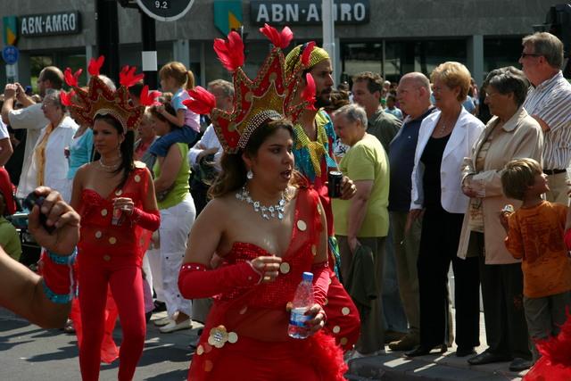 657369 - De T-parade. Een kleurrijke multiculturele optocht door het centrum van Tilburg. De vele culturen van Tilburg worden getoond.