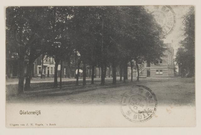 074396 - Trouwlaantje op de Lind te Oisterwijk met het nieuwe raadhuis.