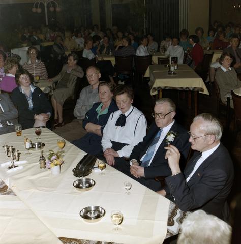 1237_012_976_004 - Zorg. Feestelijke bijeenkomst in de Postelse Hoeve van de Tilburgse Kruisvereniging in april 1985.