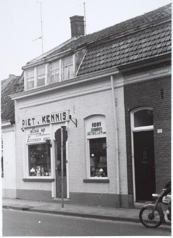 015217 - Winkel van Piet Kennis aan de Bisschop Zwijsenstraat 120
