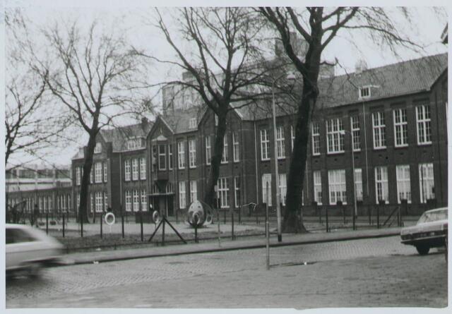027957 - Basisonderwijs. Mariaschool en klooster aan het Paduaplein