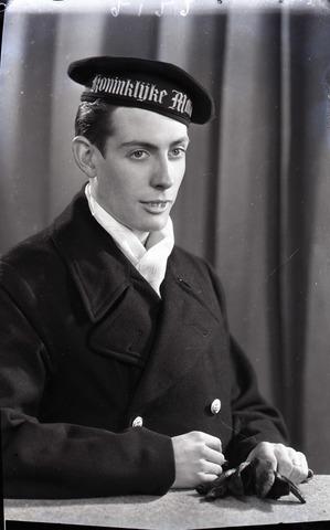 654710 - portret van een lid van de Koninklijke Marine