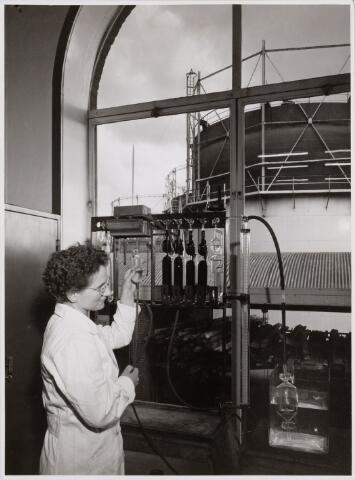 104228 - Energievoorziening. Mej. Theresia, uit Belgie werkend in de Gasfabriek