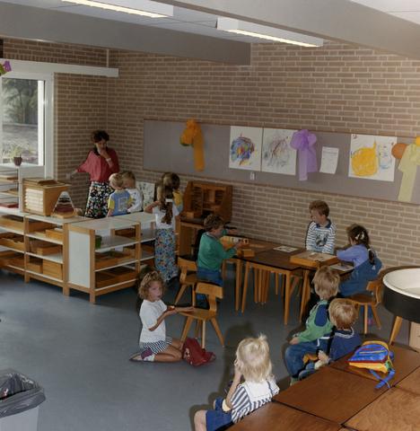 1237_012_915-2_002 - School Fatima, in- en exterieur met kinderen. Groep 1/2