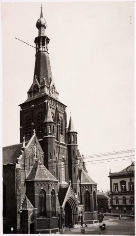 035885 - De R.K. kerk van de H. Dionysius op het Heike, thans Stadhuisplein