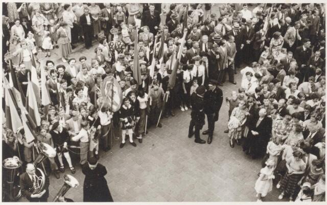 047345 - Goirlenaren bij de huldiging van de nieuwe burgemeester van Goirle, G.L. Elsen.