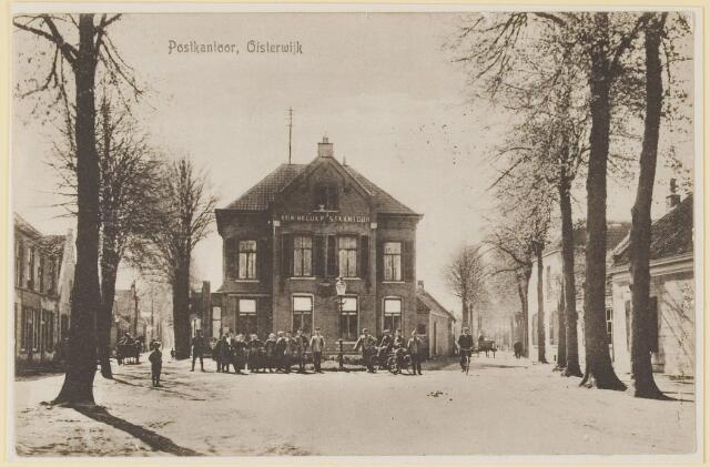 073646 - Kerkstraat/Hoogstraat gezien vanuit de Dopsstraat met als centraal gebouw het Koninklijk Postkantoor.