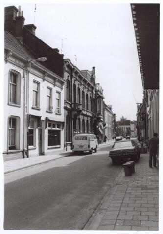 026835 - Nieuwlandstraat, gezien in de richting van de Heuvelstraat