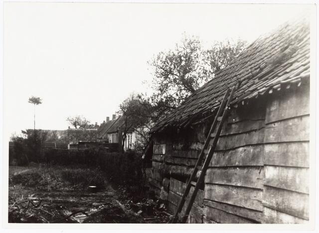 008497 - Schuur met ladder, gefotografeerd door Henri Berssenbrugge (1873-1959) begin 1900.