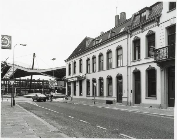032834 - Zicht op het N.S. Station vanuit de Stationsstraat 2