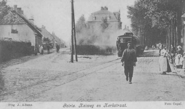 065996 - Stoomtram op de Tilburgseweg (Keiweg), links de Kloosterstraat. In het midden de villa van Kees van Puijenbroek-Pluijm.
