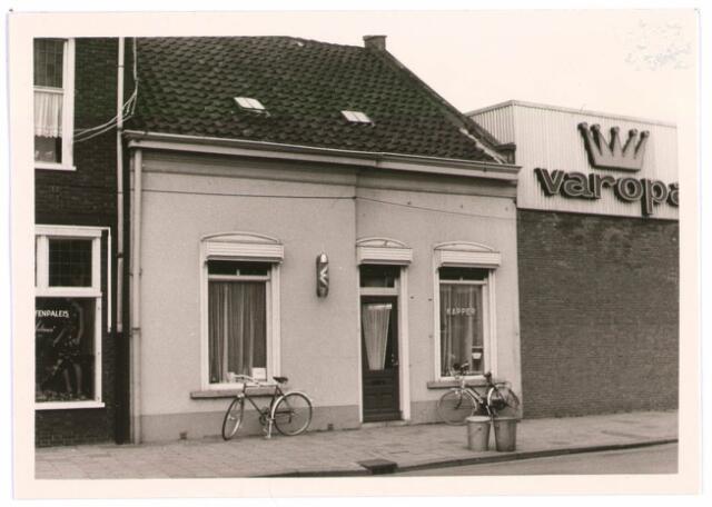 027669 - Oude Lind 43. Kapper Jan van Dongen (al vóór de oorlog). Daarvoor Van Berkel Vis.