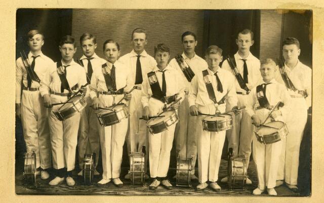 068653 - Drumband van r.k. gymnastiekvereniging David.
