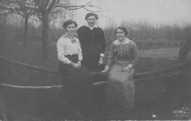065924 - personen: v.l.n.r.  Koos Kielen, Petronella Melsen,  Cornelia Kielen.