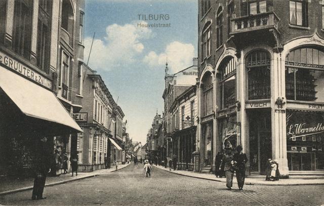653976 - Tilburg. Een kijkje door de Heuvelstraat. Foto is genomen vanuit de hoek van de Oude Markt.