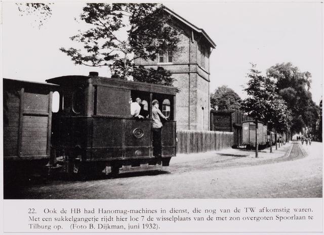 041471 - Openbaar vervoer. Hollandse Buurtspoorwegen. Foto: locomotief (Hanomag) van de H.B. die afkomstig waren van de TW. Met een sukkel-gangetje rijdt hier loc. 7, de wisselplaats van de met zon overgoten Spoorlaan te Tilburg op.