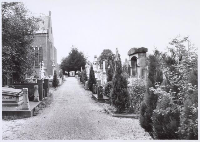 019095 - Graven op het parochiekerkhof aan de Goirkestraat