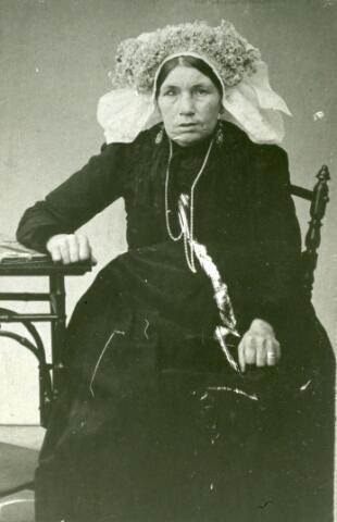 071594 - Cornelia Robben, geboren te Oisterwijk op 7 april 1845 en overleden te Leiden op 11 september 1913. Zij trouwde met Johannes Scholtze, geboren te Udenhout op 25 september 1835 en aldaar overleden op 29 november 1902.
