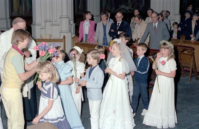 655247 - Eerste Heilige Communie viering in de St. Jozefkerk (Heuvelse kerk) op 24 mei 1981.