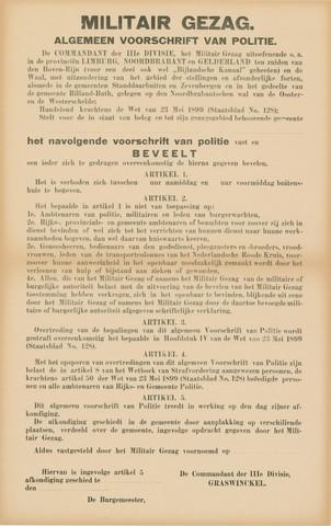 1726_031 - Affiche Tweede Wereldoorlog.   Het militair gezag. Vanaf de bevrijding in 1944 tot het aantreden van het kabinet Schermerhorn-Drees in juni 1945, werd het overheidsgezag in Tilburg uitgeoefend door het Militair Gezag.  Algemeen voorschrift van politie, politie beveelt zich te houden aan een aantal artikelen o.a, verbod buitenhuis begeven tussen bepaalde tijden.   Afkomstig van de commandant der 3e divisie Graswinckel.  Afmeting: 43x69 cm, Drukker onbekend, zonder datum.