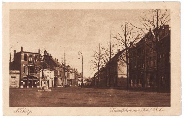 000775 - Heuvel zuid-oostzijde,  Rechts de ingang van de Julianastraat en op de hoek hotel Riche.