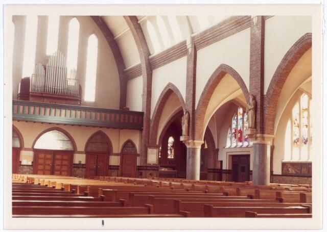 016572 - Interieur van de kerk van de Heilige Familie, behorende tot de parochie Broekhoven II
