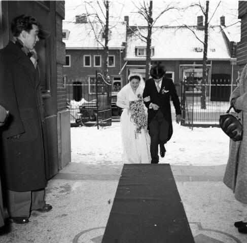 050240 - Huwelijk: dhr. mevr. Maes-Jansen, tegenover de melkfabriek.