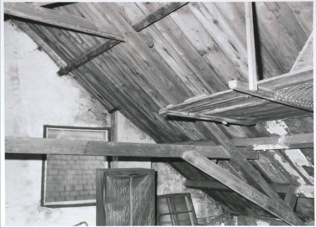 027739 - Oude Markt 8. Apotheek Bijvoet. Zolder voorbouw. Detailopname
