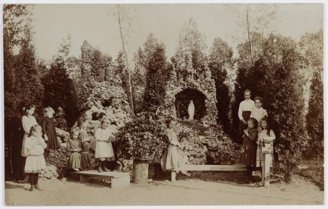 057429 - Kloosterstraat. Mariagrot in de tuin van klooster Catharinenberg, tevens pensionaat