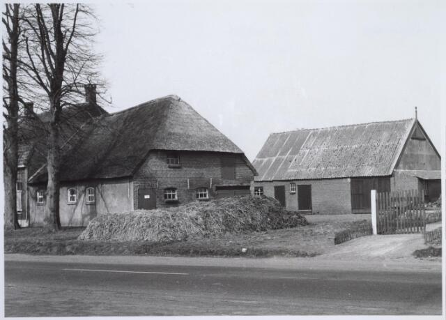 025704 - Boerderij Moleneind 120 (thans Leharstraat) halverwege april 1963