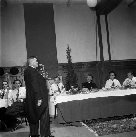 050471 - 50-jarig bestaan KAB en 25-jarig bestaan Kajotters.Taak: bundeling van activiteiten van de diverse R.K. Werkliedenverenigingen aanvankelijk in het federatief verband van de Bossche Diocesane Werkliedenbond, later als Tilburgse afdeling van de landelijke arbeiders- en vakbeweging op katholieke grondslag, tot de fusie daarvan met het N.V.V. in het F.N.V.