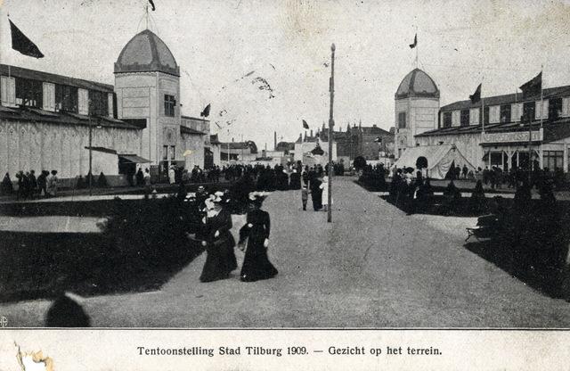 652723 - Tilburg. Tentoonstelling Stad Tilburg 1909 - Gezicht op het terrein met enkele bezoekers.