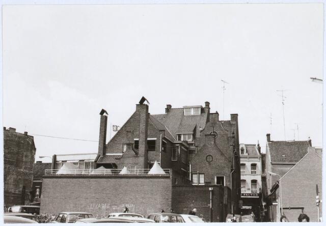 031260 - Gezicht op de Heuvelstraat vanuit de Emmastraat.