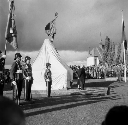 050590 - Prinses Irene op bezoek t.g.v. de onthulling van Het Irene Brigade Monument.