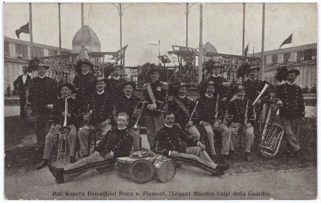 003282 - De Italiaanse 'Kapelle Bersaijlieri Prinz von Piemont' onder leiding van dirigent maestro Luigi della Guardia, trad op, op de tentoonstelling Stad Tilburg op vrijdag 23 juli 1909.
