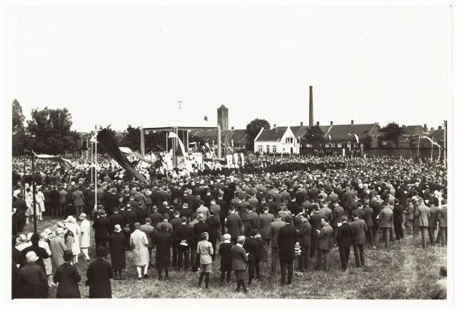 008959 - Eucharistisch congres te Tilburg (1929) in de tuin van de zusters van Liefde Oude Dijk