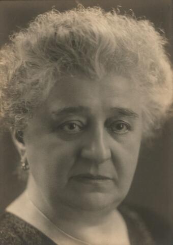 054894 - Josephina Huberta Adriana Broeckx, geboren te Tilburg op 3 november 1868 en aldaar overleden op 13 oktober 1949. Zij trouwde met Carl Höhner