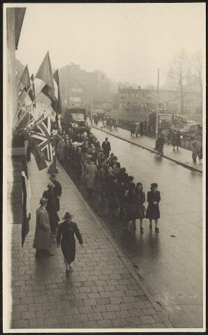 603940 - WO2 ; WOII ; Begrafenisstoet, waarschijnlijk van een lid van de Binnenlandse Strijdkrachten. Tweede Wereldoorlog