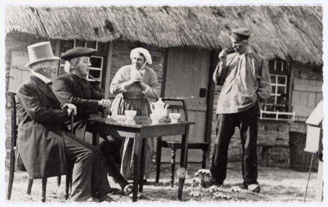 103991 - Toneel. openluchtspel 'Peerke Donders'  (1937) . foto vlnr: fabrikant Janssens, pastoor v.d. Ven, Stiefmoeder, Vader Donders.