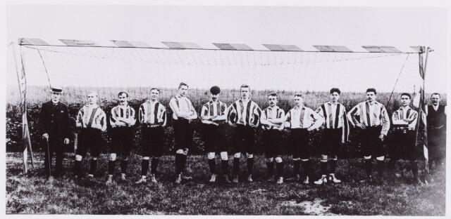 054009 - Sport. Voetbal. Willem II. Elftal Willem II seizoen 1907/1908. De namen van de spelers zijn niet bekend