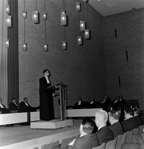 1237_013_058_005 - Katholieke Hogeschool Tilburg. Rede door professor van Klundert 1964